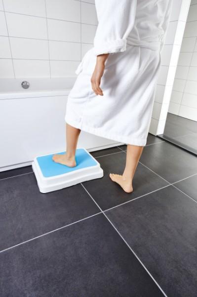 Trittstufe für den Einstieg in die Badewanne oder Dusche, Höhe 10 cm , bis 190 kg belastbar