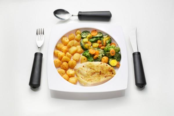 Geschirrset 4-teilig, Teller mit hohem Rand, Gabel und Löffel biegbar, Messer nicht biegsam